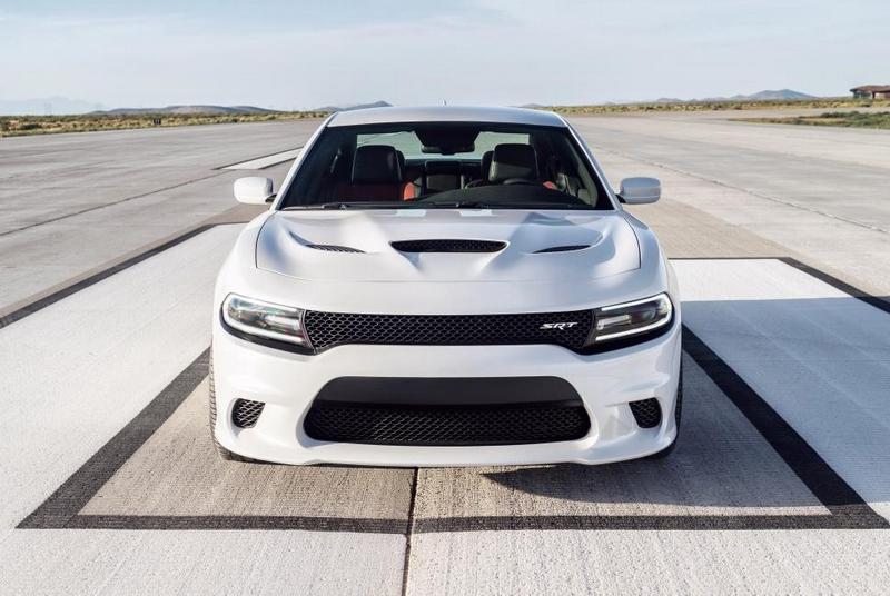 2015-Dodge-Charger-SRT-Hellcat-pics