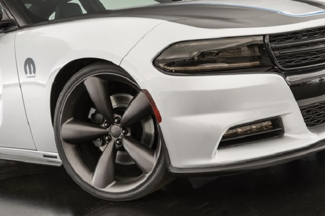 22-inch wheels of the sports sedan picture