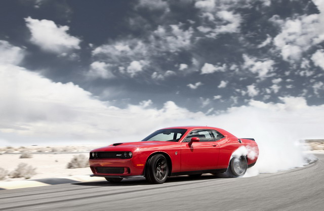 2016 High-performance Dodge Challenger SRT Hellcat pic